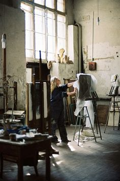 This is the kind of painting studio that makes you feel like the real deal. Yeah....rub your hands in that clay and get a few sexy paint splatters in your hair.