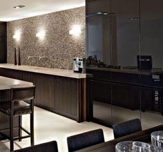 Maatwerk keuken! MDF zwart gespoten fronten gecombineerd met houten fronten en natuurstenen aanrechtblad, Pitt Cooking kookplaat en grillplaat in het blad verwerkt. Apparatuur is van Gaggenau. Keuken is door Paul van de Kooi uit Amersfoort ontworpen.