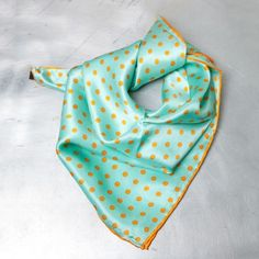 PAÑUELO CHIC, by FRENCH TOUCHE $18 CHIC HANDKERCHIEF: Very Parisian vintage style that will have you falling to the feet of ChicPlace. Especially recommended for lovers of all things retro. From Paris to your home by French Touche.  Con un estilo vintage muy parisino que te hará caer rendida a los pies de ChicPlace. Especialmente recomendado para amantes de lo retro. De Paris a tu casa by French Touche.