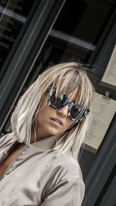 Layered Bob Hairstyles, Hairstyles With Bangs, Summer Hairstyles, Pelo Bronde, Short Hair With Bangs, Short Hair Styles, Hair Color And Cut, Strudel, Grow Out