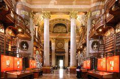 Wien NB Prunksaal 14.jpg