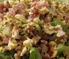 ομελέτα σκραμπλ Egg Tofu, Tofu Recipes, Scrambled Eggs, Types Of Food, Fried Rice, Family Meals, Potato Salad, Sausage, Breakfast