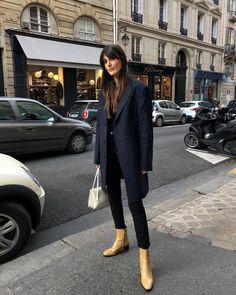 "Leia on Instagram: ""Back in town 🙋🏻♀️💼 @massimodutti #dressedindutti #ad"""