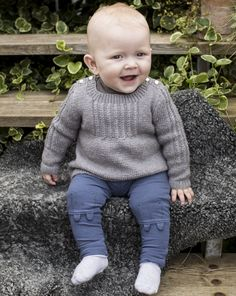 Stickbeskrivning babytröja med flätmönster | Allas.se Baby Barn, Baby Boy Knitting, Baby Dress, Turtle Neck, Boys, Pattern, Sweaters, Fashion, Jackets