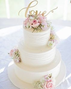 Top off your Tuesday with a little bit of sweet #love! #weddingcake #weddingwire {Photo: @willownoaviphoto; Cake: @bellaedolce}