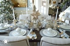 Kelley Nan: 2015 Christmas Home Tour Christmas Interiors, Christmas Room, Gold Christmas, All Things Christmas, Christmas Holidays, Christmas Ideas, Classy Christmas, Whimsical Christmas, Holidays 2017