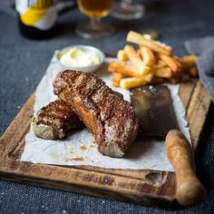 Steak and Chips with Aioli (garlic mayonnaise) : thefoodfox Wine Recipes, Beef Recipes, Cooking Recipes, Cooking Food, Steak And Chips, Simply Yummy, Gastro Pubs, Pub Food, Gastronomia