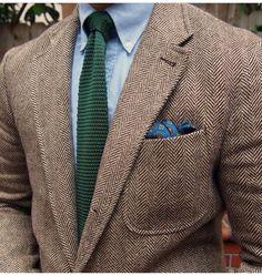 Light brown tweed jacket, light blue OCBD, green knit tie
