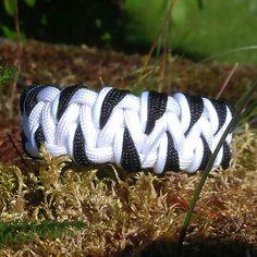 Snow Tiger pattern (or Zebra) Fusion Cobra #paracord #bracelet