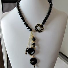 Black and gold Art Deco style beaded necklace, front closure, chain neckace, glass beads, jet black, beaded jewelry | #beadhappy