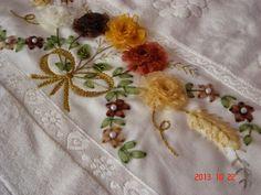 Лента, дерево, ювелирные изделия