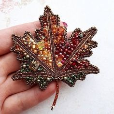 Stunning Best Collection of Necklaces Ideas - Perlen Schmuck Bead Embroidery Jewelry, Beaded Jewelry Patterns, Beaded Embroidery, Beading Patterns, Seed Bead Jewelry, Seed Beads, Brooches Handmade, Handmade Jewelry, Bead Crafts