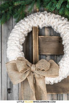 Make this rustic wreath in less than 30 minutes without any tools! We show you the quick step by step process to make a chunky knit wreath for your winter decorating. Add a bit of farmhouse charm to your holiday decorations. These also make a great gift. Easy Craft Projects, Easy Crafts, Diy And Crafts, Easy Diy, Craft Ideas, Holiday Crafts, Christmas Crafts, Christmas Decorations, Rustic Christmas