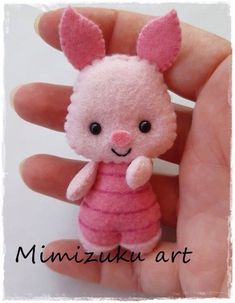 Winnie the pooh mobile felt crib mobile babyroomdecor filz mobile móvil inspirado en winnie de pooh tigger piglet eegore mimizuku art Felt Crafts Patterns, Felt Crafts Diy, Felt Diy, Cute Crafts, Fabric Crafts, Felt Doll Patterns, Handmade Felt, Loom Patterns, Sewing Patterns