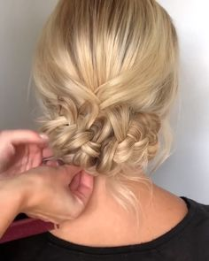 56 Updo Hairstyle Ideas & Tutorials for Wedding Do you wanna learn how to styling your own hair? Well, just visit our web site to seeing more amazing video tutorials! Braided Ponytail Hairstyles, Formal Hairstyles, Braided Hairstyles, Wedding Hairstyles, Up Dos For Medium Hair, Medium Hair Styles, Short Hair Styles, Hair Videos, Bridesmaid Hair