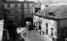Arco do Marquês de Alegrete,  Lisboa Old Photos, Vintage Photos, History Of Portugal, Lisbon Portugal, Public Transport, Portuguese, The Neighbourhood, Castle, Black And White