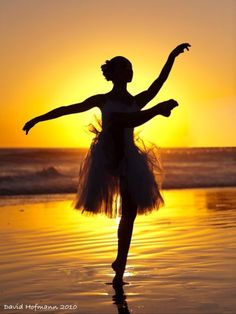 Ballet beach photo ° dance ° dance art, dance photography и Shall We Dance, Lets Dance, Dance Photos, Dance Pictures, Dance Like No One Is Watching, Dance Movement, Ballet Beautiful, Beautiful Sunset, Simply Beautiful