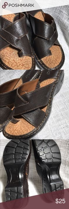 Bolo Brown Slides Sandals 9 40.5 Comfortable Shoes Beautiful, soft, and comfy brown leather upper slide sandals.   Light pulling of some threads and light scuffing wear.   Wonderful leathery smell. :)   Please see photos and thanks for looking! Bolo Shoes Sandals