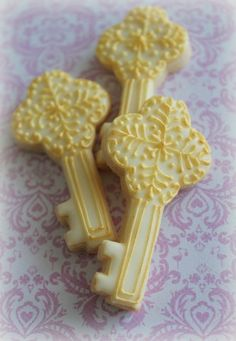 Key cookies! Inspired by Victoria Schwab's The Archived maybe? #books - Kate Tilton