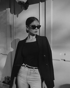 Black And White Aesthetic, Black N White, Bad Girl Aesthetic, Aesthetic Clothes, Aesthetic Beauty, Photography Poses Women, Fashion Photography, Grunge Photography, Urban Photography