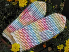 I'm not even sure how these mittens are done, but I'm VERY intrigued. Fingerless Mittens, Knit Mittens, Mitten Gloves, Tunisian Crochet, Knit Or Crochet, Crochet Hats, Wrist Warmers, Hats For Men, Blanket