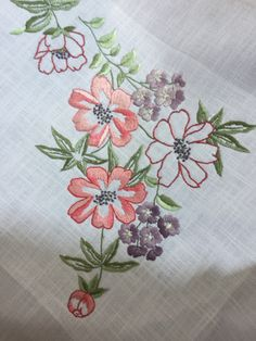 1 Hand Embroidery Projects, Floral Embroidery Patterns, Hungarian Embroidery, Silk Ribbon Embroidery, Machine Embroidery Designs, Embroidery Stitches, Hawaiian Quilt Patterns, Sewing Art, Satin Stitch
