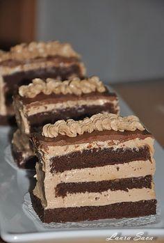 Prajitura Nougat | Retete culinare cu Laura Sava Romanian Desserts, Romanian Food, Romanian Recipes, Cookie Desserts, Healthy Desserts, Sweets Recipes, Cake Recipes, Sweet Cakes, Something Sweet