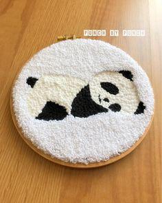 "Elif Öner on Instagram: ""İçimizi ısıtan sevgi ile dolduran günler göreceğiz 🙏🏻 . 👍 .#punchneedle #punch #kanaviçe #etaminpano #elişi #handmade #panç #etamin #pano…"" Embroidery Hoop Art, Hand Embroidery Designs, Cross Stitch Embroidery, Embroidery Patterns, Punch Art, Punch Needle Patterns, Yarn Thread, Embroidery Techniques, Rug Hooking"
