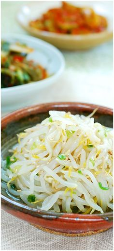Namul (Mung Bean Sprouts) A simple Korean side dish made with bean sprouts! Great in bibimbap too!A simple Korean side dish made with bean sprouts! Great in bibimbap too! Japanese Side Dish, Japanese Diet, Korean Side Dishes, Side Dish Recipes, Asian Recipes, Healthy Recipes, Ethnic Recipes, Edamame, Barbecue Side Dishes