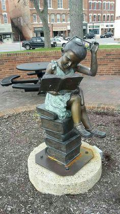 Book Sculpture, Bronze Sculpture, Garden Sculpture, Art Sculptures, Ohio, Statue En Bronze, Street Art, World Of Books, Cultural