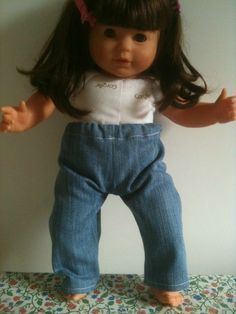 Jean pour Vanille corolle 36cm Sewing Doll Clothes, Sewing Dolls, Doll Clothes Patterns, Clothing Patterns, Diy Pantalon, Kids Patterns, I Dress, Mom Jeans, Celebs
