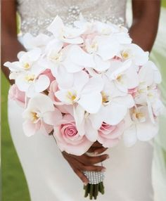 Bridal bouquet: the guide to choosing your ideal bridal bouquet! - Bridal bouquet with white orchids - Orchid Bridal Bouquets, White Orchid Bouquet, Bride Bouquets, Bridal Flowers, White Orchids, Purple Bouquets, Blush Bouquet, Peonies Bouquet, Brooch Bouquets