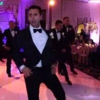 Melldeos, como sou manteiga derretida com coisas de casamento! Hoje, assim que entrei no Facebook, vi a galera falando sobre um vídeo de dancinha de casamento. Já vi um milhão desse tipo e estou até cansada de ver a noiva dançando com as amigas (até porque eu dancei Christina Aguilera no meu casamento, hehe), mas [...]