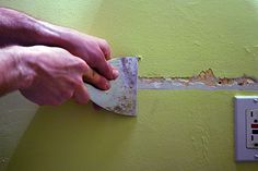 How to repair plaster walls Plaster Repair, Plaster Walls, Do It Yourself Projects, Interior Walls, Home Hacks, Diy Painting, Home Remodeling, My House, Basement