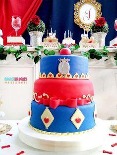 Sweet-Snow-White-Birthday-Party-Cake