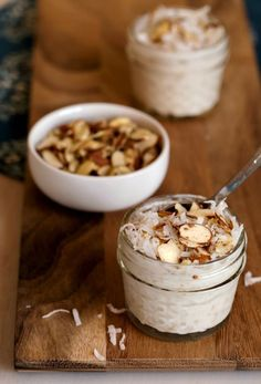 Coconut Almond Overnight Oats Recipe - easy no cook breakfast recipe! Oatmeal Recipes, Almond Recipes, Yummy Oatmeal, Vegan, Healthy Snacks, Healthy Breakfasts, Healthy Eats, Healthy Recipes, Chili Recipes