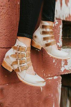 ecc334cc5e1 71 Best Shoes images in 2019
