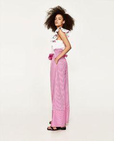 Imagen 4 de CAMISETA FLORES de Zara 18€