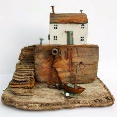 Love this handmade driftwood Cottage ❤️ Driftwood Sculpture, Driftwood Art, Wooden Art, Wooden Crafts, Small Wooden House, Driftwood Projects, Sea Crafts, Wood Creations, Salvaged Wood