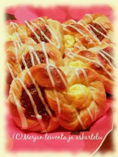 Merjan leivonta ja askartelublogi: Pullaviinerit Shrimp, Food And Drink, Baking, Amanda, Bakken, Backen, Sweets, Pastries, Roast