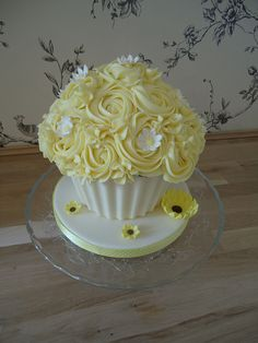 Summer Giant cupcake by www.daisycakes.me.uk, via Flickr