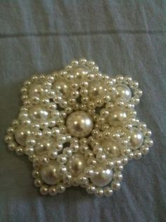 Joanne Archambault shared a video Seed Bead Flowers, Beaded Flowers, Beading Projects, Beading Tutorials, Beaded Crafts, Jewelry Crafts, Jewelry Patterns, Beading Patterns, Bead Jewellery