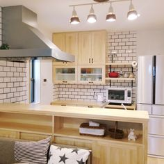 umiさんの、サブウェイタイル,新築,対面キッチン,タイル,名古屋モザイクタイル,造作棚,ルクルーゼ,照明,小さいお家,キッチン,のお部屋写真