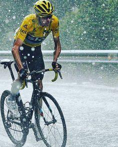 "36 Likes, 1 Comments - les champion (@legende_de_cyclisme) on Instagram: ""#chrisfroome #tdf #cyclingphotos #pinarello #skyteam #maillotjaune #leader #lequipe #champione…"""