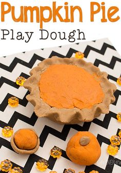 Get ready for Thanksgiving dinner with this super fun pumpkin pie playdough activity. (Perfect for keeping the kids busy while you cook.
