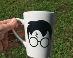 Harry Potter Face, Slytherin Harry Potter, Harry Potter Tumblr, Hogwarts, Vinyl Designs, Mug Designs, Sharpie Coffee Mugs, Painted Mugs, Cup Art