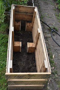 Making Raised Garden Beds, Raised Planter Beds, Raised Flower Beds, Raised Garden Planters, Veg Garden, Vegetable Garden Design, Garden Boxes, Pallets Garden, Pallet Garden Box