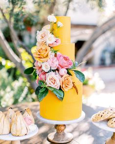 Yellow summer wedding cake by Ruze Cake House at El Chorro in Scottsdale, Arizona. Spring and summer wedding ideas. Phoenix and Scottsdale, Arizona wedding photographer Pinkerton Photography. Bolo Floral, Floral Cake, Wilton Cake Decorating, Pretty Cakes, Beautiful Cakes, Summer Wedding Cakes, Yellow Wedding Cakes, Yellow Cakes, Yellow Wedding Invitations