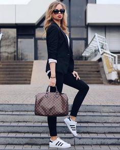 10 Wardrobe Key Pieces every closet needs - 2019 Adidas Superstar Look, Adidas Superstar Outfit Summer, Mode Outfits, Fashion Outfits, Womens Fashion, Looks Adidas, Look Legging, Sport Mode, Look Blazer