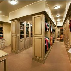 master bedroom with walk in closet designs for walk in closets walking closet ideas bedroom closet ideas for walk in closet plans designs for walk in closets master bedroom walk in closet pictures Closet Walk-in, Closet Vanity, Huge Closet, Master Closet, Closet Bedroom, Closet Space, Walk In Closet Design, Closet Designs, Ideas De Closets